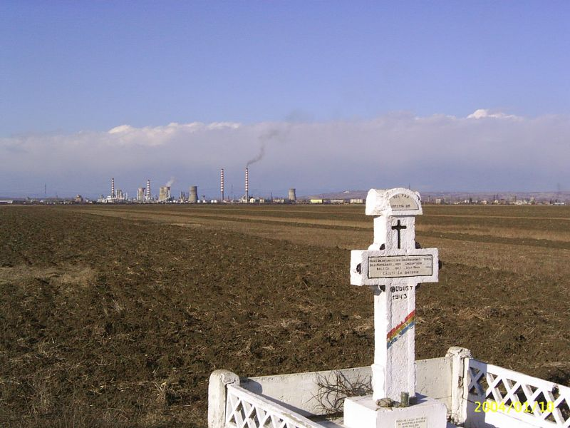 "Monument to the Romanian gun crew lost in the shoot-down of ""Old Baldy"" near Corlatesti.  Note the Ploesti refinery in the distance (Source: Posting by ""Cantacuzino"" in the Romanian Military History Forum)"